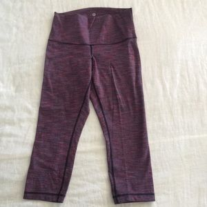 Lululemon purple jacquard Capri leggings size 8